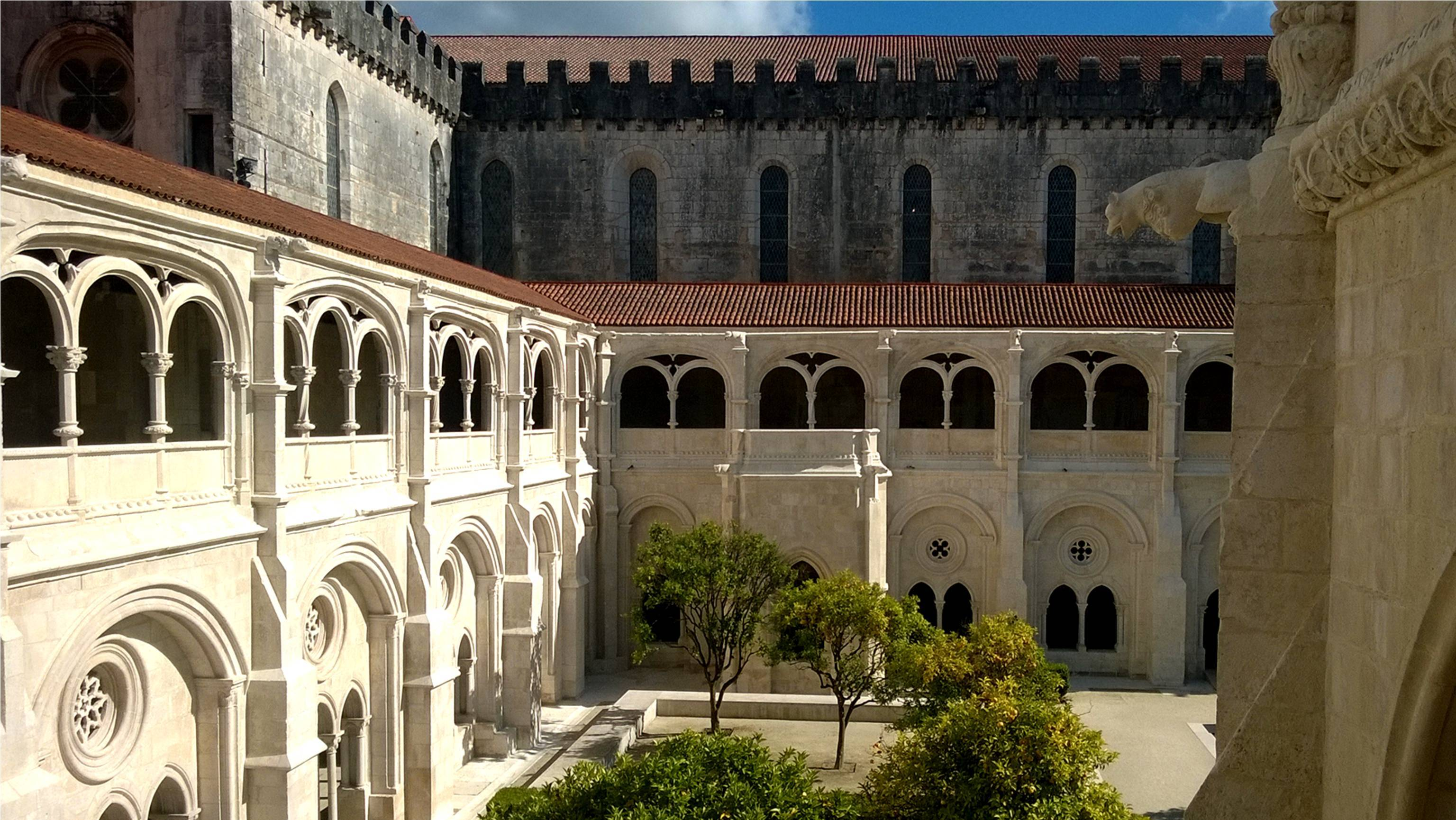 Замок в Алкобасе